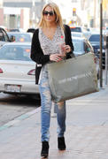 Stephanie Pratt visiting the Anastasia Salon in Beverly Hills 16-11-2010
