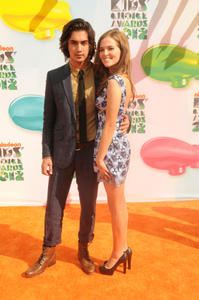 http://img231.imagevenue.com/loc157/th_358553428_CFF_Zoey_Deutch_Nickelodeons_25th_Annual_Kids_Choice_Awards_In_LA_March_31_2012_022_122_157lo.jpg