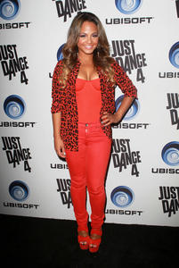 http://img231.imagevenue.com/loc347/th_310340671_ChristinaMilian_JustDance4Launch_10_122_347lo.jpg
