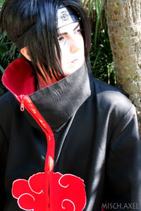 -http://img231.imagevenue.com/loc451/th_000265530_naruto_shippuuden__itachi_cosplay_looking_far_away_by_mischievousboyailime_d6gmmp3_122_451lo.jpg