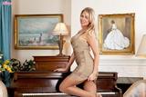 Lexi Lowe - Play Me A Songl1n0852dgg.jpg