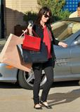 th_57670_Preppie_-_Robin_Tunney_carries_Cartier_and_Barney24s_bags_back_to_her_car_-_Jan._24_2010_359_122_525lo.jpg