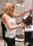 th_72332_78329-blake-lively-candid-chanel-boutique-nyc-09-0_122_554lo.jpg