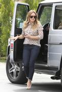 http://img231.imagevenue.com/loc569/th_684640978_Hilary_Duff_out_Sherman_Oaks7_122_569lo.jpg