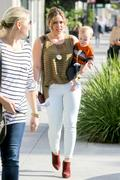 http://img231.imagevenue.com/loc598/th_795054709_Hilary_Duff_out_in_Beverly_Hills2_122_598lo.jpg